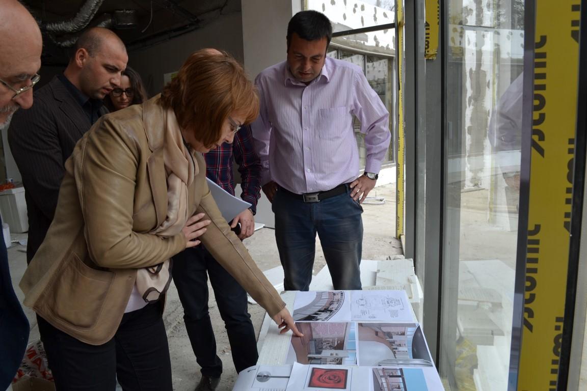Кметът на Общината констатира със задоволство напредък в работите по новия Музей на розата